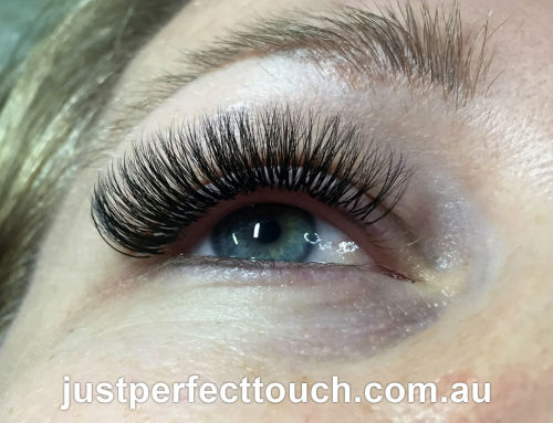 What are Russian volume eyelash extensions?
